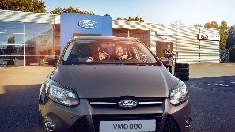 ford promotion pl Opony 2160x1215 bb couple inside a car.jpg.renditions.small
